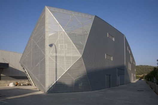 The Industrial Building for Diagonal 80 in San Agustín de Guadalix, Madrid by AMID (Cero9) Architects    facets, second skin, mesh, industrial, shed