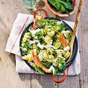 26 april - Rucola in de bonus - Recept - Pasta met courgette en mozzarella - Allerhande