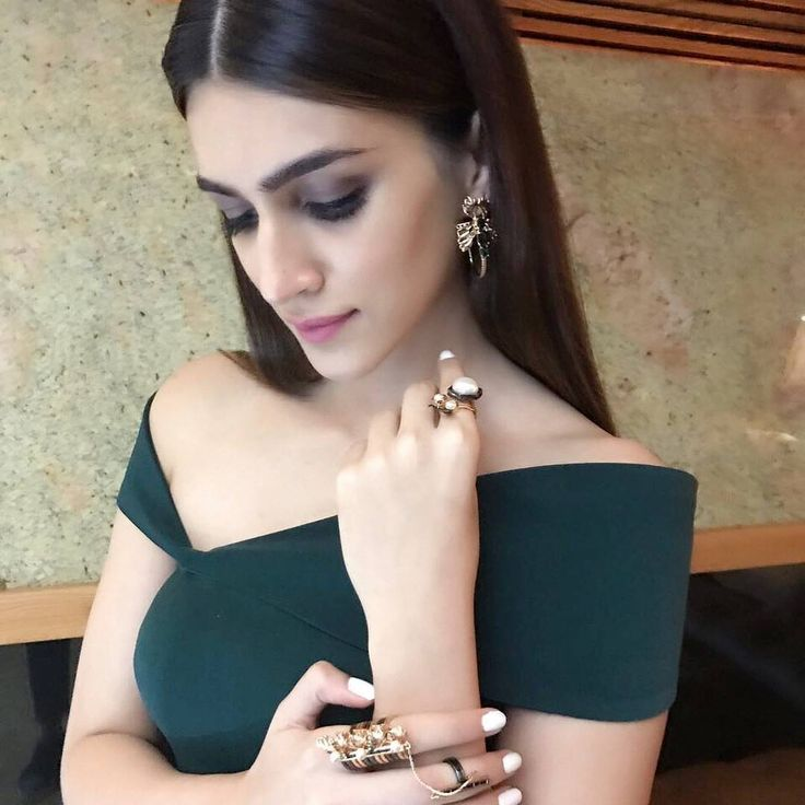 """657 Likes, 7 Comments - ❥ KRITI SANON (@kritisanonsfeed) on Instagram: """"Kriti Sanon Today For Press Conference of IIFA in Delhi.  @kritisanon You're looking extremly…"""""""