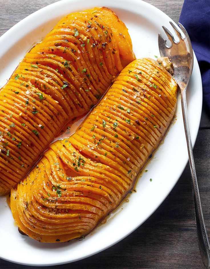 This roasted butternut squash cut Hasselback-style is a holiday-worthy twist on the famous Hasselback potatoes. With a buttery garlic sauce enhanced by a kick of cajun spices, the delicate butternut flesh develops wonderful flavors.