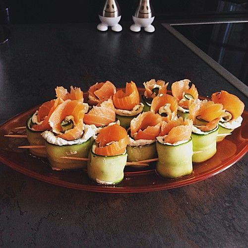 Gurken-Lachs-Häppchen, ein gutes Rezept aus der Kategorie Snacks und kleine Gerichte. Bewertungen: 80. Durchschnitt: Ø 4,4.
