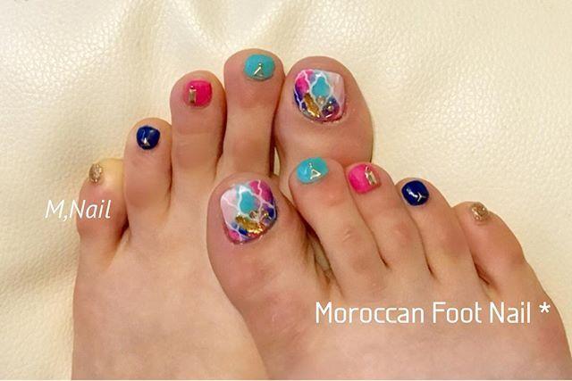 👣#FootNail ◡̈♥︎* #ジェルネイル #Nails #フットネイル  #コラベルタイル #コラベルタイルネイル #エスニックネイル #モロッコネイル #moroccannails  #タイダイネイル #リゾートネイル #フェザーネイル #セルフネイル