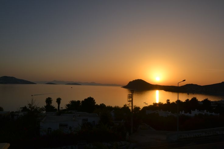 Another beautiful sunset over Yalikavak from Villa Jasmine's rootftop terrace.  #Yalikavak #Turkey #sunset