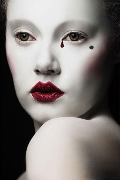 Semplice e veloce, il make up Carnevale 2015 della maschera di Pierrot è adatto sia per i grandi che per i piccini. Guarda le foto e scopri le varianti.