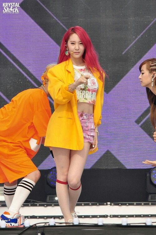 Krystal | ¥kpop stage outfits | Krystal, Jessica & krystal ...