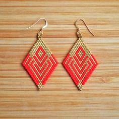 Boucles ethniques rouge mat et doré en perles miyuki cousues main attaches plaqué or gold filled 14k