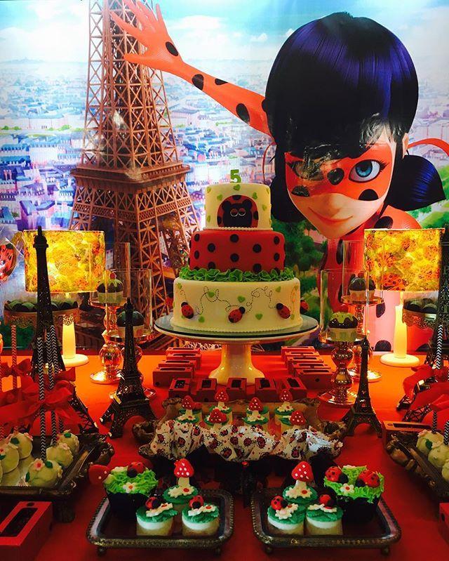 Decor de hj, foi para uma princesinha q acompanhamos desde q nasceu, hj ela comemora seu 5 aniversário e como ela sempre gosta de inovar, pq tem muita personalidade, ela escolheu o tema #miraculousladybug uma super heroína q salva as pessoas em #Paris. E eu q adoro novidades, amei a ideia!!!! Kkkkk #miraculousparty #kidsdecor #festalinda #festajoaninha #festaladybug