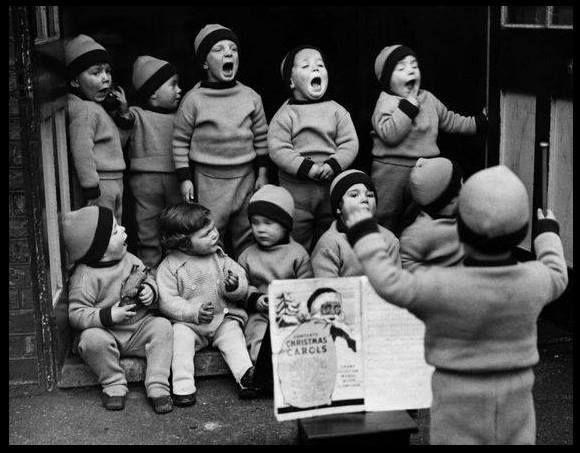 Antique photography black and white Vintage Fran\u00e7ais Photographie ancienne noir et blanc sc\u00e8ne familiale Juillet 1953
