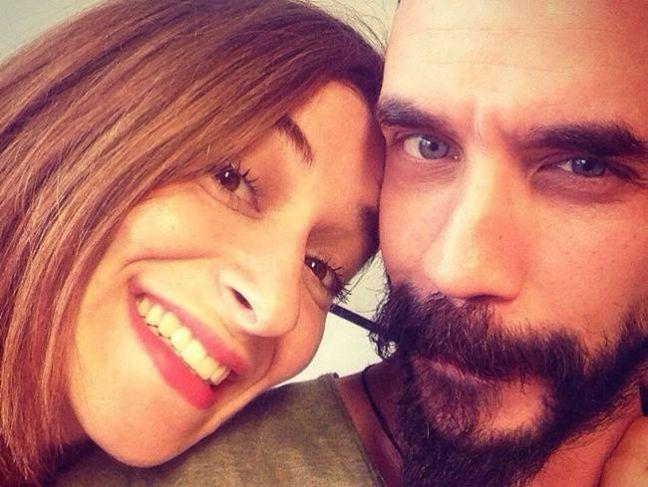 Το musicity.gr επιλέγει το τραγούδι της εβδομάδας 29/9! Μαρίζα Ρίζου & Πάνος Μουζουράκης «Πετάω»  ''Στα ανοιχτά του έρωτα''  Τον έρωτα από «ρετρό εποχές», αυτόν που σε κάνει να ξεχνάς για λίγο το λογικό «πρέπει» και να παραδίνεσαι σε μια άνευ όρων πτήση, ακολουθώντας ένα χάρτη άναρχο... Σε αυτόν το χάρτη, που έχει μόνο σημείο εκκίνησης, ο τερματισμός θα μένει πάντα αδιάφορος, ενώ ο στόχος θα βρίσκει σημάδι συγκεκριμένο: καρδιά!