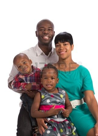 Retrato de familia afroamericana sonriente feliz aislada sobre fondo blanco Foto de archivo