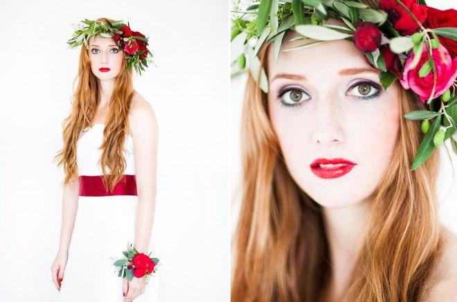 noni-Braut mit einem Blumenkranz mit roten Rosen passend zum schlichten eleganten Brautkleid  (www.noni-mode.de - Foto: Anja Schneemann)