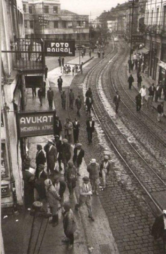 İstanbul'u böyle görmediniz 1890-1900 yılları arasında çekilmiş bu fotoğrafları ilk defa göreceksiniz. Görmediğimiz Türkiye sergisinde yer alan fotoğraflar 123 yıllık National Geographic arşivinden İstanbul.. - http://galeri.haberturk.com/yasam/galeri/426096-istanbulu-boyle-gormediniz