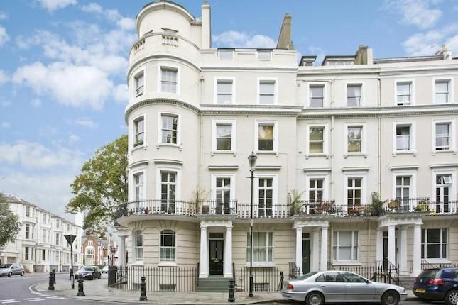 2 bedroom flat to rent in Royal Crescent, London W11 - 19019902
