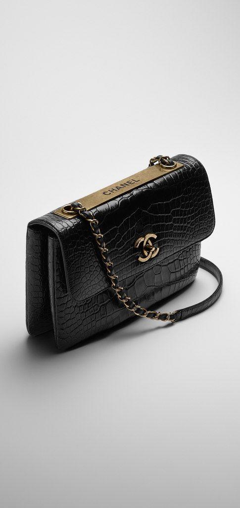 Chanel Väskor Vintage : Alligator flap bag embellished chanel v?skor