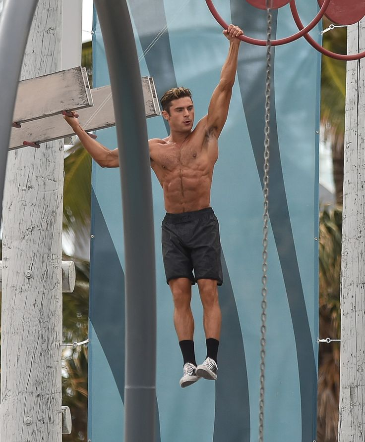 Shirtless Zac Efron Films Scenes for 'Baywatch'