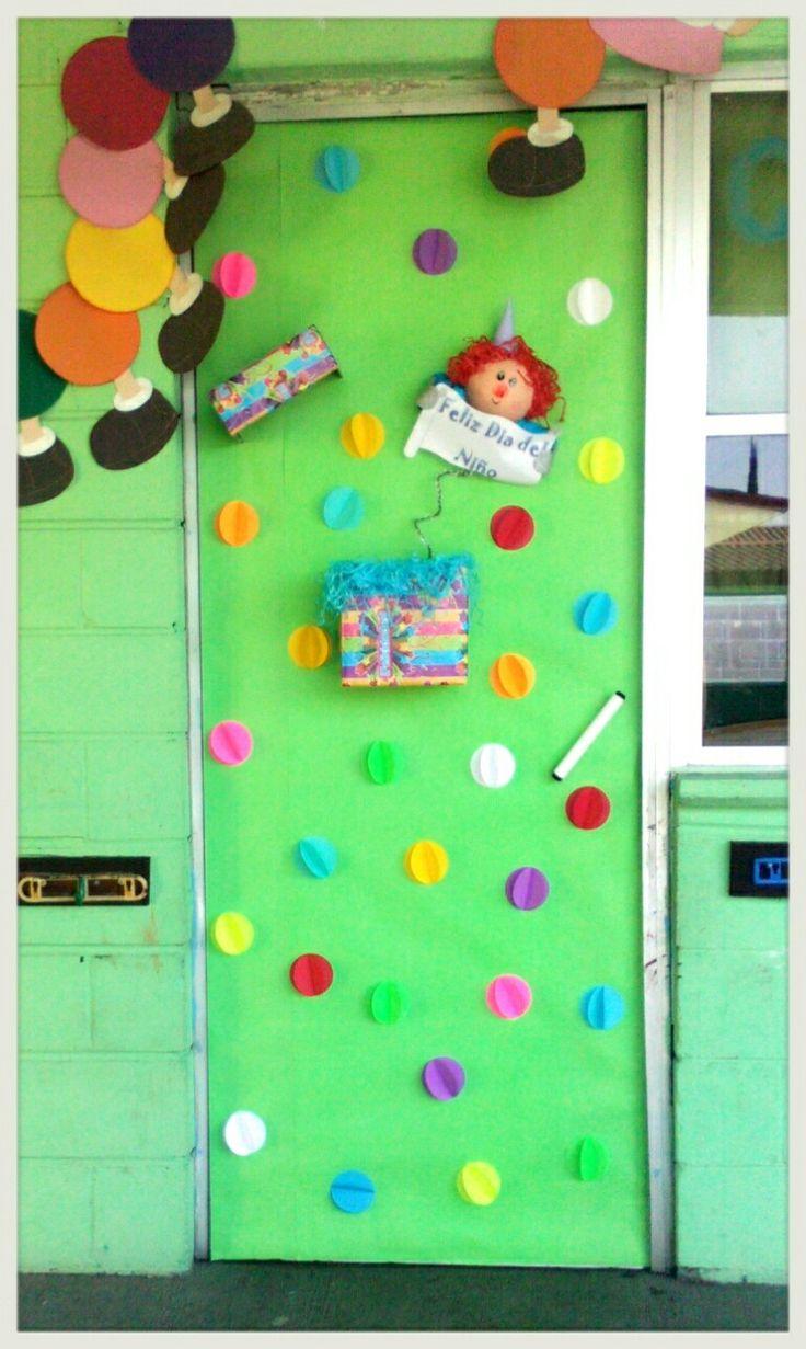 Puerta con payaso caja sorpresa puertas decoradas y for Puertas decoradas con flores de papel