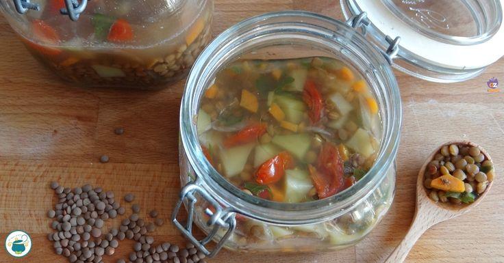 Ecco a voi la zuppa di lenticchie in vasocottura al microonde, per poter gustare, in soli 6 minuti di cottura, un piatto sano e genuino.