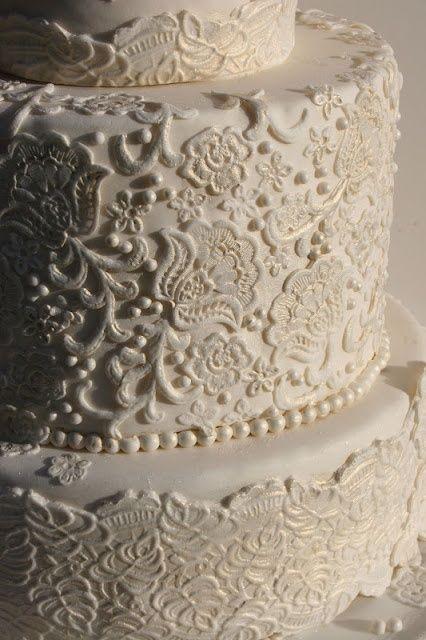 Decore seu bolo de casamento com rendas!