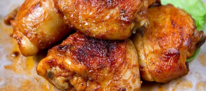 Kipdijfilet is vele malen lekkerder en sappiger dan kipfilet. Vooral in dit recept raad ik je aan kipdijfilet te nemen. Door de balsamico en honing krijgt de...