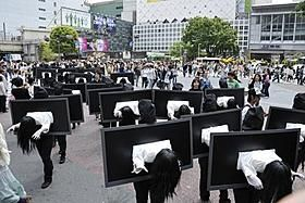 Sadako is coming to a theatre near you on May 12!!!! How cool is this parade in Shibuya!: Random Pictures, Rings 3D, Halloween Costumes, Cool Costumes, Movie Theater, Japan Horror, Theatre, Horror Film, Horror Movie