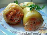 Фото к рецепту: Перец, фаршированный овощами, в томатном соке