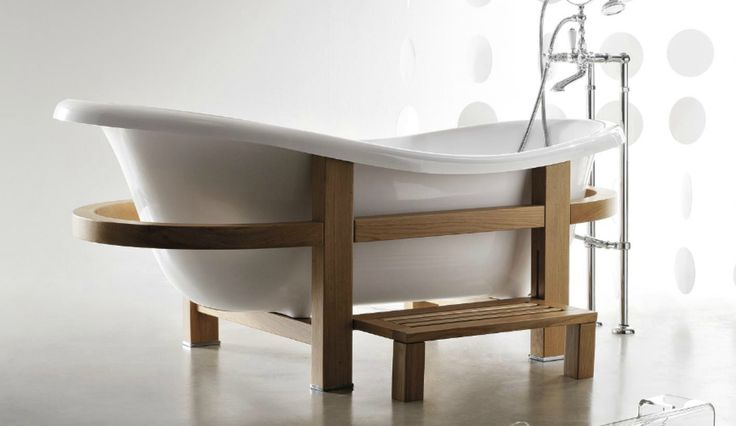 Modern bathroom with Treesse's stylish bathtub with wooden frame / Epoca One Top Collection