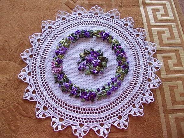 Салфетка, вышитая лентами #embroidery #ribbons