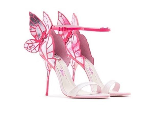Le Scarpe Sophia Webster dedicate a Barbie per Grandi e Piccine. Scopri l'esclusiva collezione in collaborazione con Mattel con tante decolleté rosa