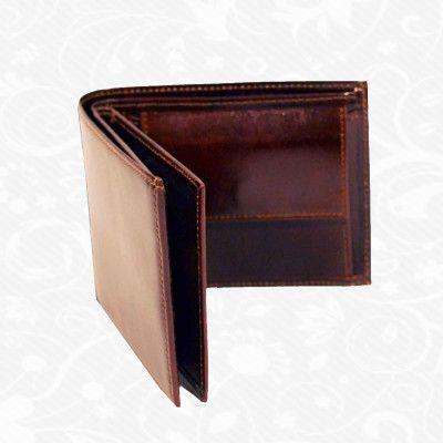 Praktická kožená peňaženka vyrobená z prírodnej kože. Kvalitné spracovanie a talianska koža. Ideálna veľkosť do vrecka a značková kvalita pre náročných. Overená kvalita pravej kože. Peňaženka sa vyznačuje vysokou kvalitou použitých materiálov a ich precíznym spracovaním.  http://www.kozeny.sk/produkt/kozena-penazenka-c-8407-2