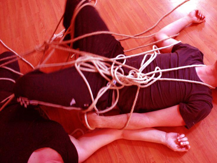 """Improvvisazione con l'oggetto """"corda"""""""