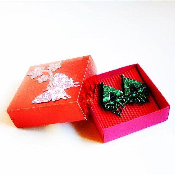 Questo pacchetto è già intonato al Natale ! Vi aspettano solo per oggi scontati al 40% sul mio sito se inserite il codice BLACKFRIDAY2016  http://ift.tt/2gnr3BN . . . #archidee #becreative #bepositive #soutachejewelry #soutache #soutachemania #soutacheearrings #soutaches #earrings #earringstagram #instaearrings #green #gift #packaging #christmas #natale #regalodinatale #blackfriday #blackfridayshopping #fashion #jewelry #fashionjewelry #instajewelry #fashiongram #fashionista