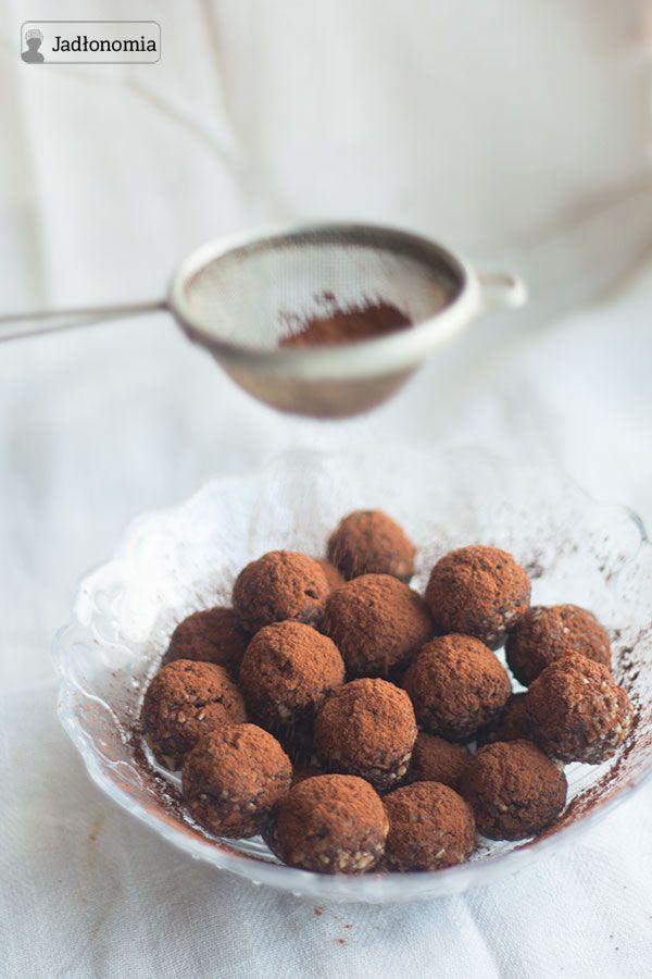 roślinne przepisy: Pralinki jak śliwka w czekoladzie