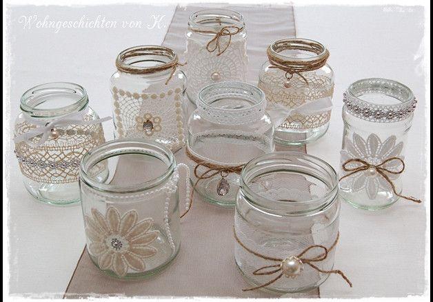 Neun Windlichter für die Tischdeko zur Hochzeit im Vintage- oder Shabbystil.   Ich biete hier aus alten Gläsern dekorierte Windlichter an, die auch sehr gut als Vase genutzt werden können. Die...