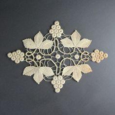 Hermoso antiguo Crochet Lace marfil uvas & hojas por LastCentury