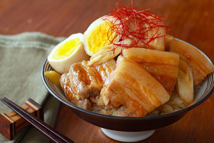 米といっしょに炊飯器に入れるだけ!ほっとくだけで旨みたっぷりな肉丼が完成する、簡単丼ぶりレシピまとめ