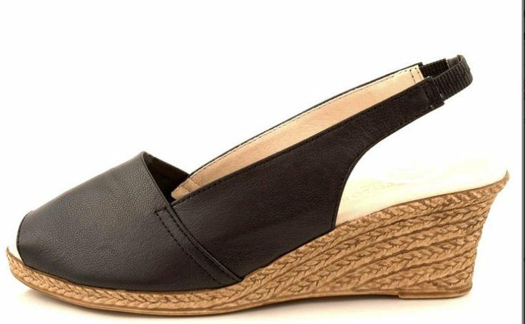 http://zebra-buty.pl/model/4241-sandaly-damskie-na-koturnie-eva-frutos-417-negro-2041-087