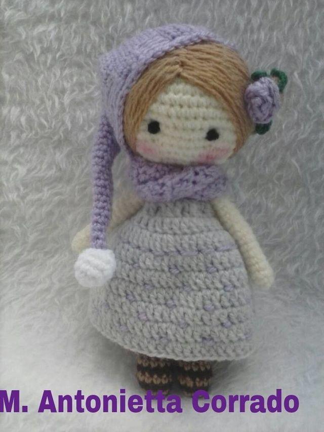 Come fare una bambolina amigurumi con tanto di cappellino e sciarpa  Le spiegazioni mi sono state generosamente mandate da Maria Antonietta di Il filo dei miei pensieri di Maria Antonietta Corra