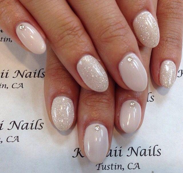 Neutral white glitter round acrylic nails
