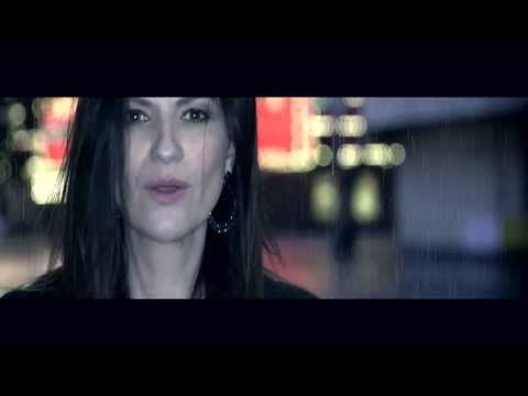 Laura Pausini - Se Fué with Marc Anthony (OFFICIAL VIDEOCLIP) - YouTube