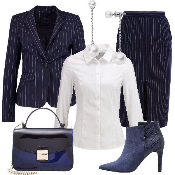 Per un impegno formale, propongo lo stile classico del gessato e la camicia bianca, da indossare su una gonna a tubino e con una giacca. Le scarpe sono degli stiletti con tacco alto e la borsa è una tracolla bicolore. Per completare, un paio di orecchini con pendenti in perla.