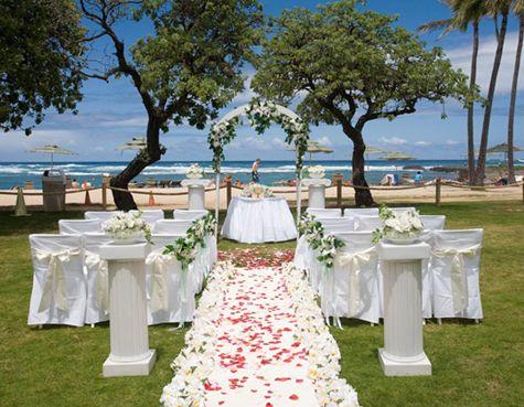 透き通った海をバックに愛を誓います♡ハワイらしい結婚式一覧♡ウェディング・ブライダルの参考に♡