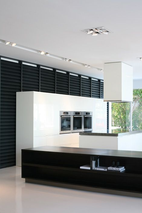 Poliform Showroom in Long Island by Indian-Architects (Kreon lighting) _