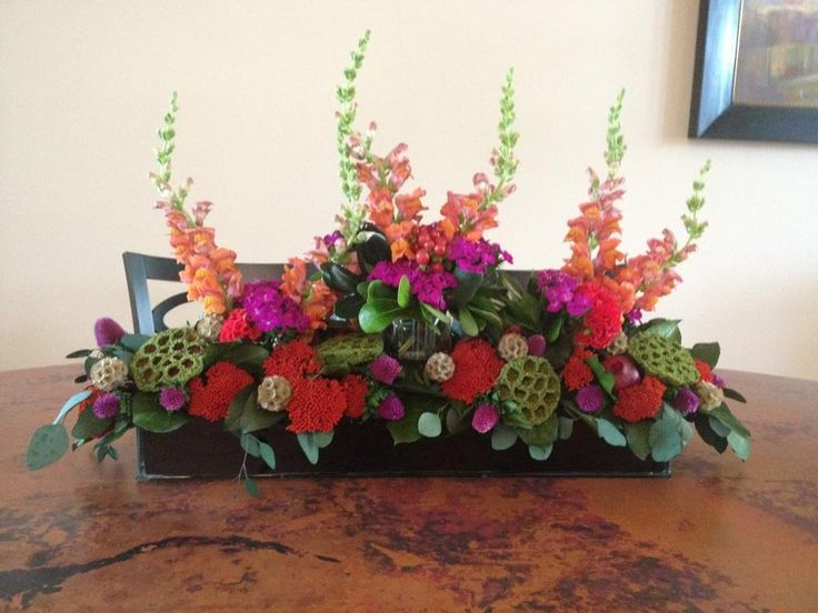 17 best images about amazing centerpieces on pinterest for Dinner table flower arrangements