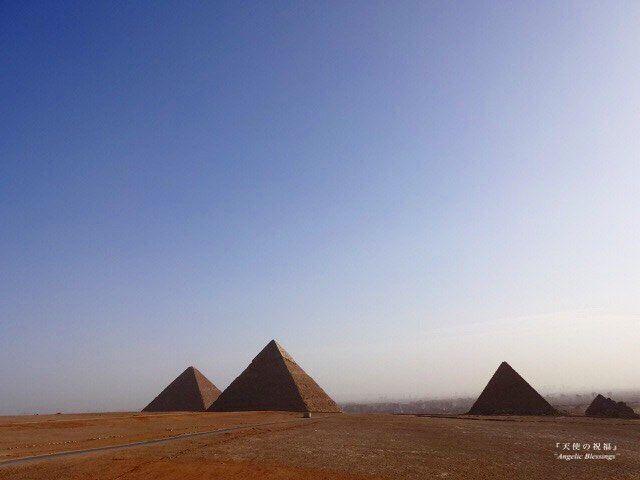 インスタグラムで世界旅行 天使と巡る#天使旅 ・ ・ 今日は#エジプト🇪🇬です。  #ピラミッド #ギザの三大ピラミッド  #世界旅行 #エジプト旅行  #インスタ旅  #天使の祝福  #インスタトラベル #天使旅  #pyramid #gizapyramid  #egypt #travelegypt  #travelgram #itravel #worldheritage  #travellers  #igtravel #igtravelling #retrip_global  #angelicblessings  #angelblessings #angeltravels  #travelwithangel #fantastic_earth
