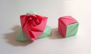 Origami Magic Rose Cube  I love that, made it two years ago for mother's day. :-)
