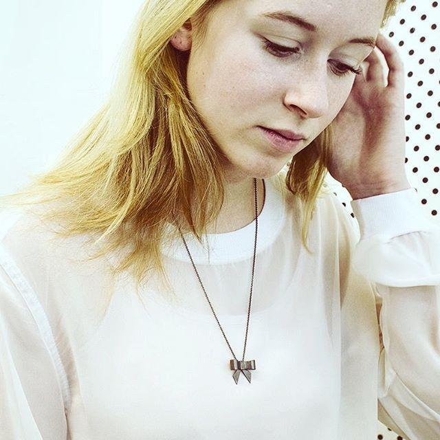 Black BOW necklace #marijegeursen #silver #bowjewellery #madeinamsterdam #bow #lobkecharlot