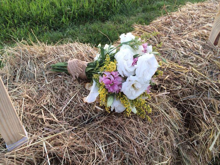 Bridal bouquet / gelin el cicegi #flowers #florist #floral #hay #bale #garden #country #cicek #kırcicegi #saman #balya #bahce #kırdugunu #organization #organizasyon #destinationwedding #instabride #instawedding #gelincicegi #damat #weddingplanner #esrakicioglu #dugunplanlayıcı #dugunplanlama #istanbul #summer #vintage #wedding #düğün #kutlama #davet #party #instapic