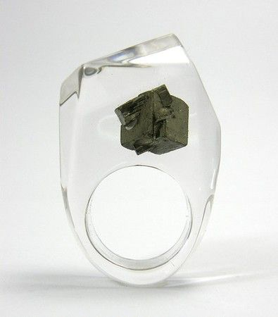 LINA HITOMI Clear resin ring with pyrite