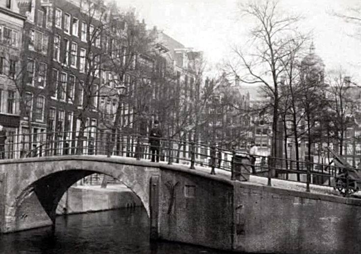 Warmoesgracht (Raadhuisstraat sinds 1894)