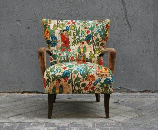 butaca con orejas tapizada con tela de frida kahlo butaca y telas disponibles en tienda